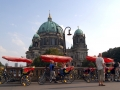 Warten am Berliner Dom
